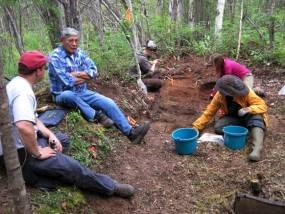 Isaac Juneby with NPS historian and ASRA students as students excavate Juneby cabin