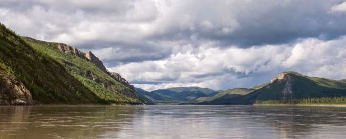Screen capture of the Yukon River hyperlapse, showing the Tahkandit limestone bluffs above the Yukon River