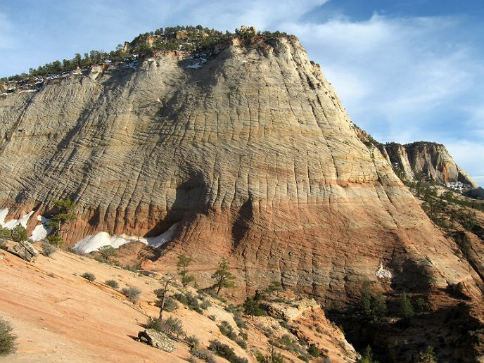 Large exposure of pink and white Navajo Sandstone on Zion's east side